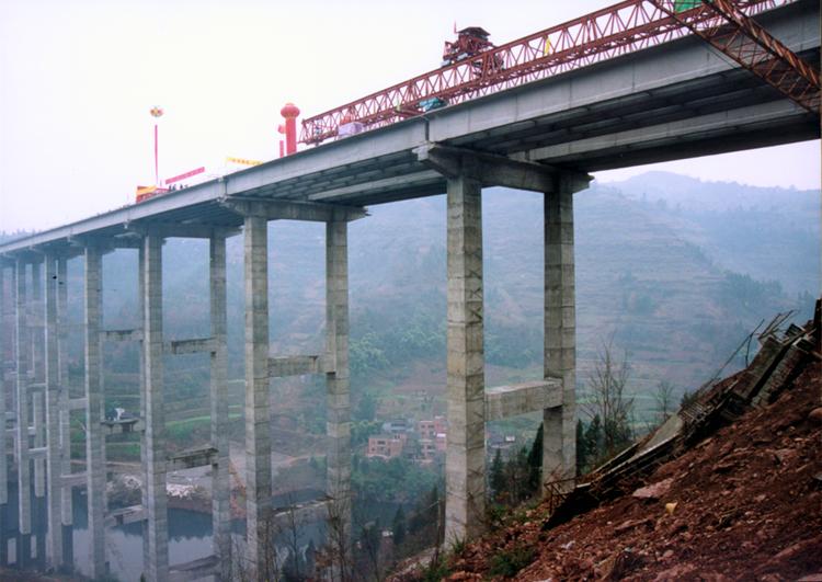 万梁高速张家坝特大桥施工场景